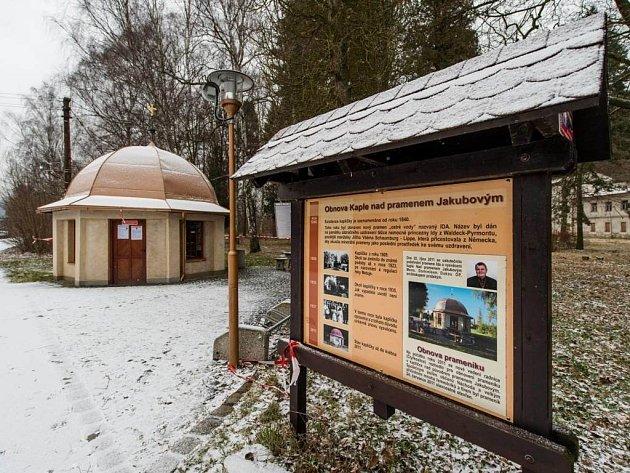 MIMO PROVOZ. Vyhlášený prameník u bělovesských lázní je od září 2015 zavřený kvůli vysokému obsahu jedovatého arsenu.