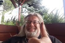 Roman Bedřich Bauer se loutkám věnuje již přes 30 let. Společně se svojí manželkou hrál v Austrálii, na Novém Zélandu, v USA, Kanadě, Německu, Polsku a na Slovensku.