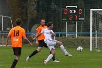JAROMĚŘSKÝ Matěj Exnar se snaží pohnout bezbrankovým skóre v utkání s Živanicemi. To se mu nakonec nepodařilo a Jaroměř doma prohrála 0:4.