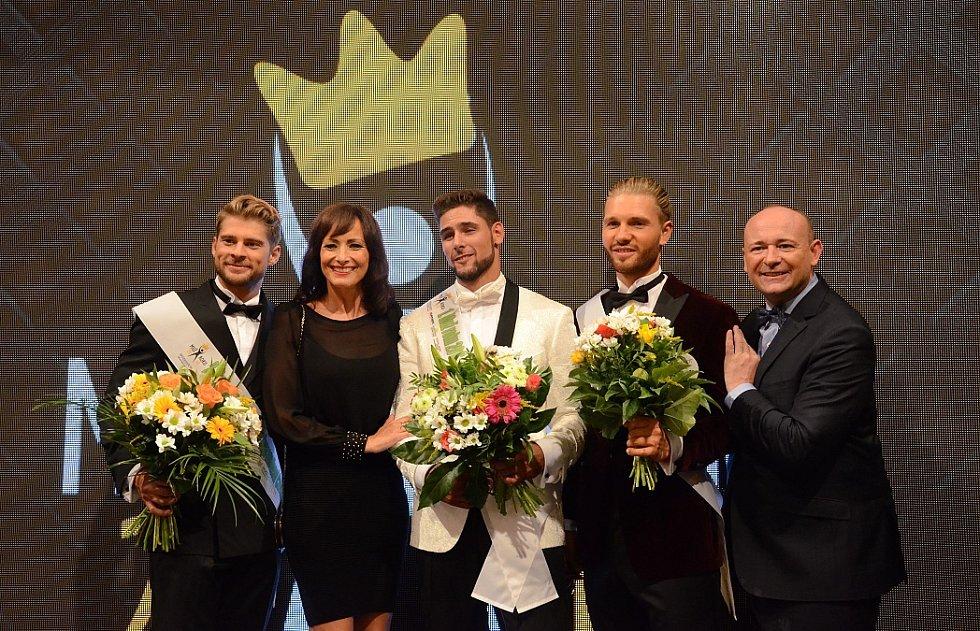 Vítězové s prezidentem soutěže Davidem Novotným a Danielou Šinkorovou