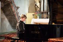 Festival klasické hudby Za poklady Broumovska dává prostor také mladým interpretům. Důkazem je třetí koncert, na němž vystoupili letošní laureáti Mezinárodní soutěže pro mladé klavíristy Broumovská klávesa Jan Schulmeister a Francouz Arthur Coatalen.