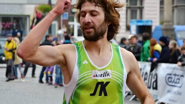 Kamil Krunka v cíli 57. ročníku běhu Hronov - Náchod.
