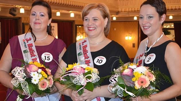 VÍTĚZKY SOUTĚŽE Renata Grossová Klementová (na snímku uprostřed), druhá Alice Školníková (vpravo) a třetí Petra Štěrbová (vlevo).
