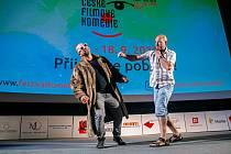 Novoměstský festival české filmové komedie včera v podvečer nabídl koncert Václava Lebedy alias Voxela a promítání dvou soutěžních snímků.