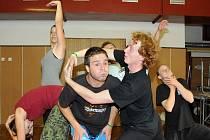 Součástí 81. divadelní přehlídky amatérských souborů Jiráskův Hronov jsou i odborné semináře, kde se zejména mladí divadelníci zdokonalují v různých tématických oborech.