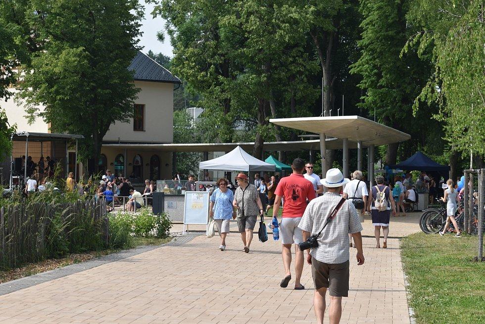 V horkém nedělním odpoledni byla v Malých lázních v Bělovsi zahájena nová lázeňská sezóna.