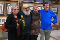 ČTYŘI ÚPIČTÍ VÝTVARNÍCI Květa Krhánková, Daniela Mikešová, Stanislav Špelda a Zdeněk Petira představují svá díla ve výstavní síni úřadu.