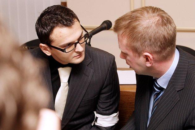 VYŘIZOVAL SI ÚČTY? U Krajského soudu v Hradci Králové začalo hlavní líčení s obžalovaným Dmitrijem Nikitinem, který je obžalován z vraždy choreografa Dmitrije Brjanceva.