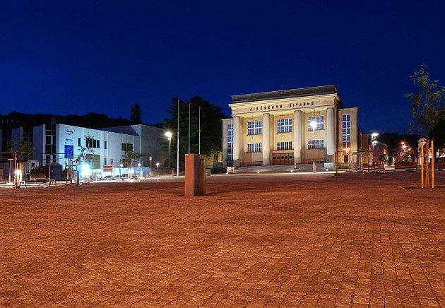 Hronovské náměstí nyní.