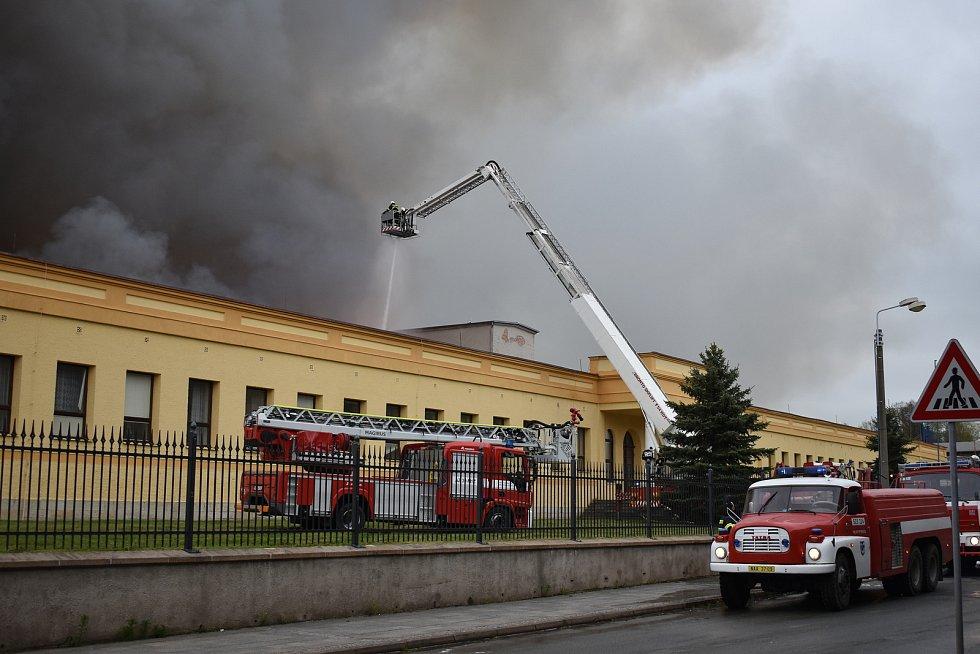 Rozsáhlý požár zasáhl objekt firmy Hauk. Jedná se o bývalé prostory společnosti Veba určené k rekonstrukci. Výroba firmy vyrábějící díly pro automobilový průmysl nijak ohrožena nebyla.