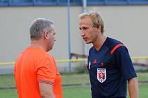 Nespokojen s vedením zápasu mezi Českou Skalicí a Novým Městem nad Metují byl hostující trenér Petr Dudek, který si to s rozhodčím vyříkal z očí do očí.