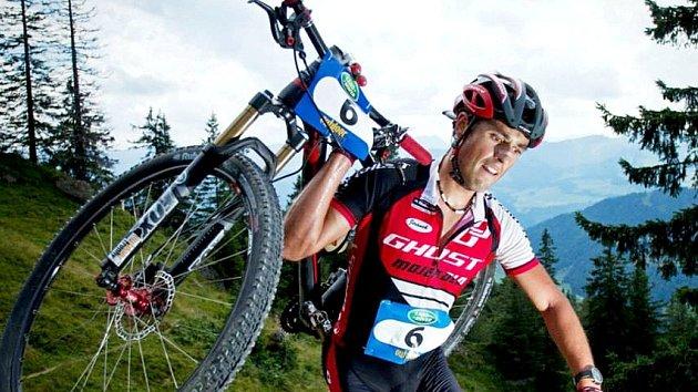 ČERVENOKOSTELECKÝ biker Michal Kaněra na letošní Outdoortrophy.
