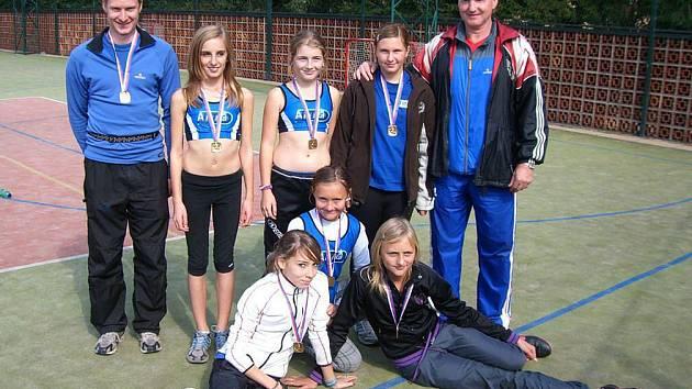 Spokojeně se vracely z krajského finále družstev mladšího žactva atletky kolem trenérského dua Vondřejců.