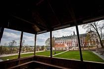 NEOKOUKATELNÝ POHLED na klášterní zahradu a barokní perlu broumovský klášter.