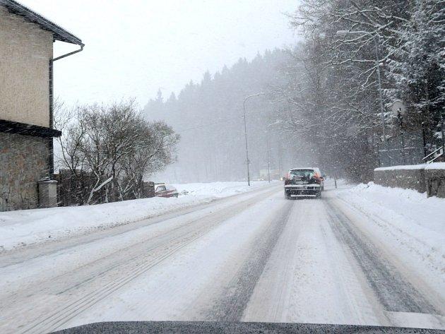 Cesta z Hronova do Náchoda trvala přibližně čtyřicet pět minut místo obvyklých patnácti.