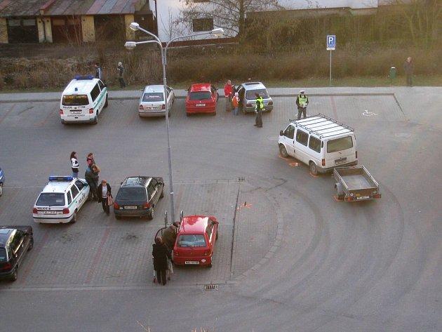 Nehoda se stala pred broumovským Penny Marketem.