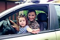 Markéta Klemmová s neteří Viktorkou v Náchodě.
