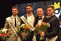 MUŽEM ROKU 2016 se stal Josef Kůrka (druhý zleva), druhý skončil Tomáš Dvořák z Litomyšle (první zleva) a na třetí místo porota umístila Miroslava Dubovického z Litoměřic (vpravo). S vítězi se nechal zvěčnit i pořadatel soutěže David Novotný.