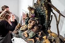 Výstav betlémů řezbáře Zdeňka Farského v novoměstské Galerii Zázvorka.