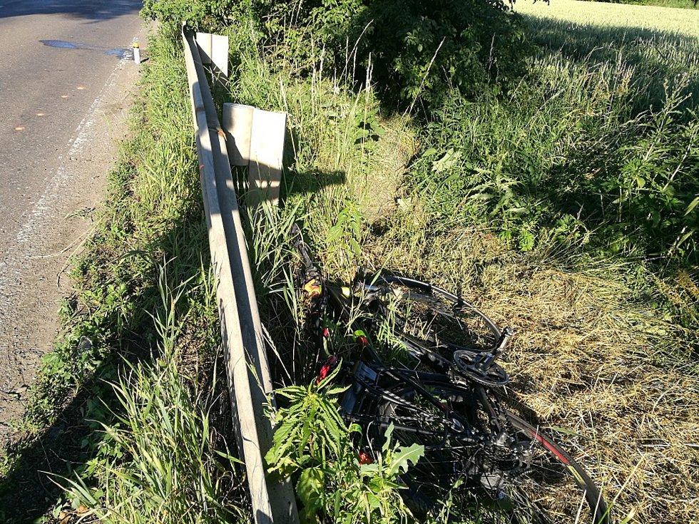 Střet s dodávkou skončil tragicky. Cyklista na místě zemřel.