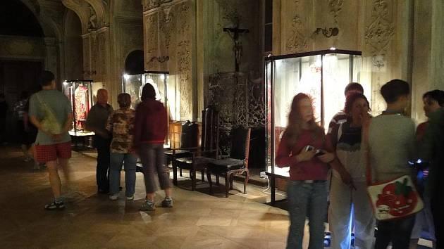 Noční prohlídka kláštera představuje dobrodružství