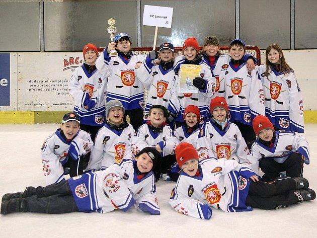 Celkové čtvrté místo brali hokejisté pořádajícího HC Jaroměř, když ze šesti utkání hned čtyři dovedli do vítězného konce a ve dvou zápasech odešli poraženi.