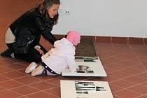 V klášteře vystavují snímky krajiny Broumovska.