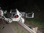 Dopravní nehoda v pondělí zablokovala Anenský podjezd v Pardubicích. Řidič nákladního automobilu neodhadl výšku a mechanickou rukou na vozidle zavadil o plynové potrubí nad podjezdem. Doprava byla kvůli možnému úniku plynu okamžitě zastavena.