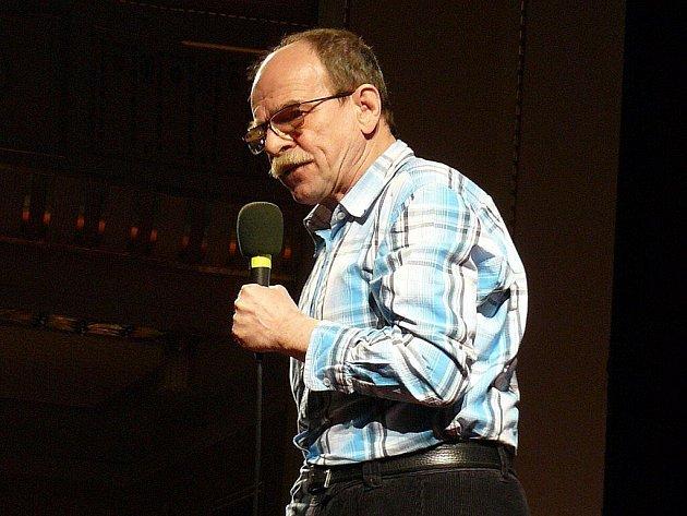 Jaroslav Uhlíř v náchodském Beránku dokonale ovládl dětské publikum. Společně s ním si zpívalo všechny písničky.