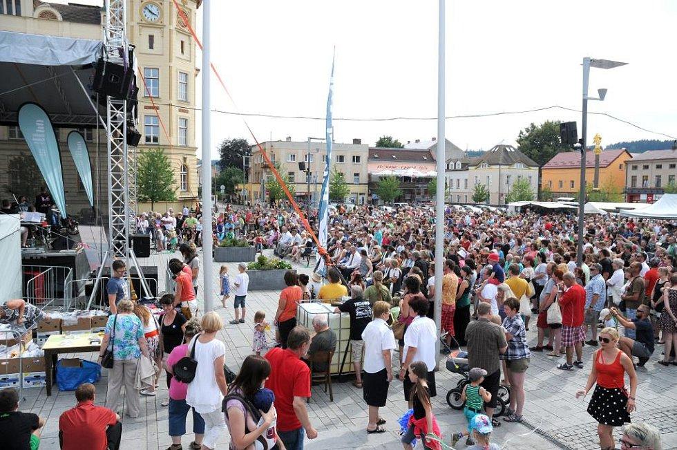 HRONOV se nyní rozrostl o stovky návštěvníků a po celý týden bude žít vyhlášeným svátkem divadelních amatérů.