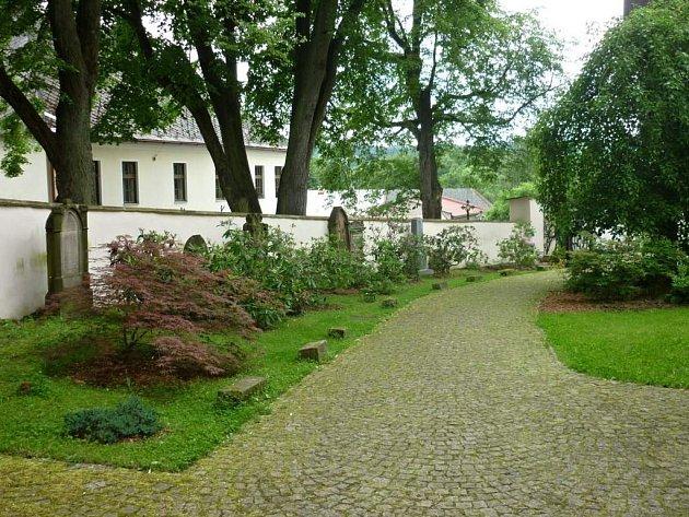 ZE STARÉHO HŘBITOVA vybudují meditační zahradu.
