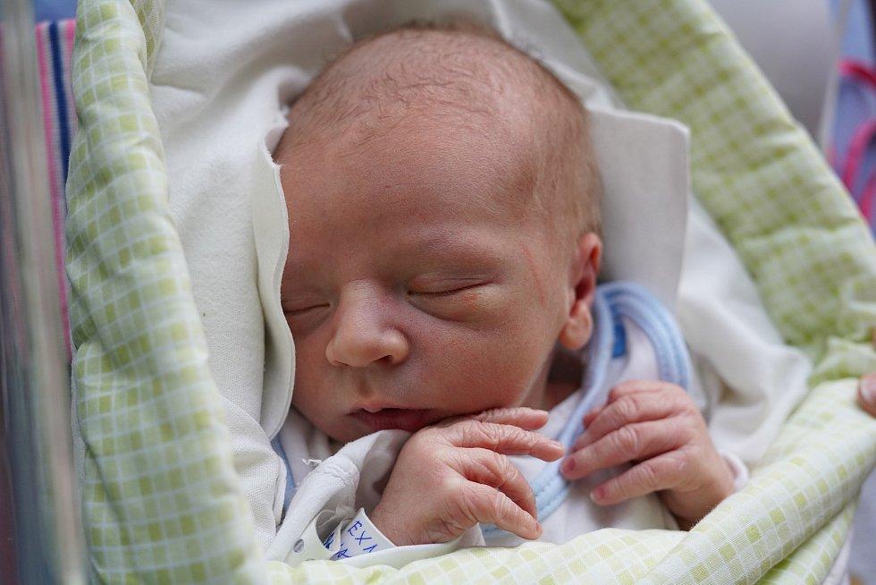 Jakub Exner z Velkého Poříčí je prvním děťátkem manželů Petry a Jakuba. Chlapeček se narodil 25. prosince 2019 v 7,29 hodin a jeho míry byly 3080 gramů a 47 centimetrů.