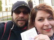 Eva a Michal Doležalovi volili ve Stockholmu.