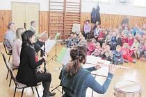 Při své zatím poslední návštěvě v Dobřanech zahráli členové Východočeského dechového kvinteta hudební pohádku Zvířátka a Petrovští. Pro nevšední hudební zážitek si do místní sokolovny přijely i děti z mateřské školky v Bačetíně.