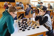Šachista Regionu Panda Vladimír Martyniuk (vlevo) si zajistil účast na přeboru Čech.