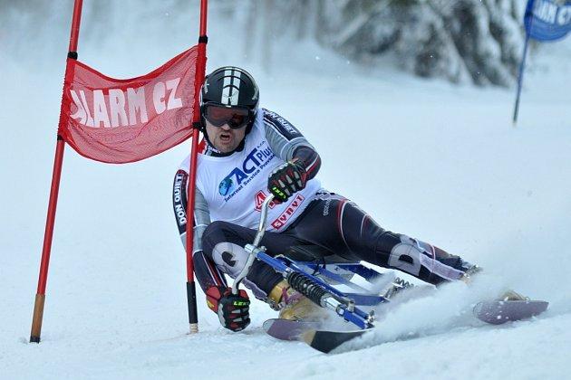 STEJNĚ JAKO LONI si na mistrovství světa v jízdě na skibobech počínal senior Martin Tribula. Reprezentant ze Skibob klubu Dobruška získal opět všechny čtyři zlaté medaile.