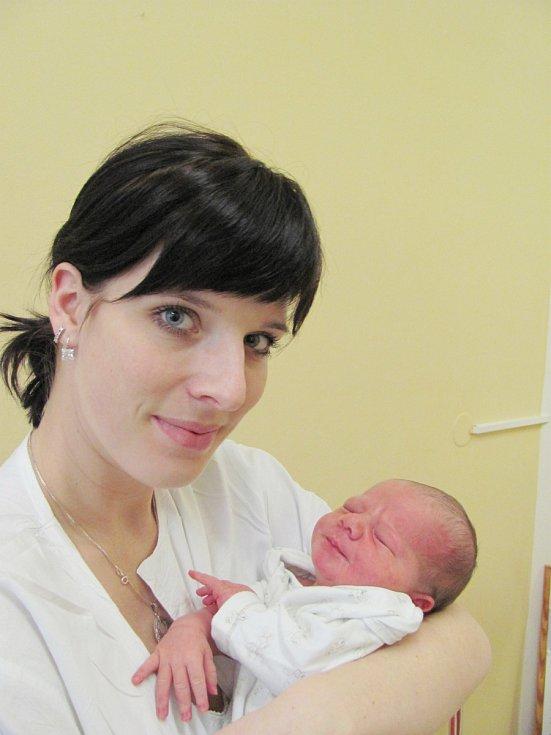 MATĚJ PROVAZNÍK:  Manželé Kateřina a Pavel Provazníkovi z Týniště nad Orlicí se radují ze syna. Narodil se 19. prosince  v 5:58 hodin a po narození vážil 3,75 kg a měřil 51 cm.  Doma se na malého brášku těšil Dominik. Tatínek to u porodu zvládal dobře.