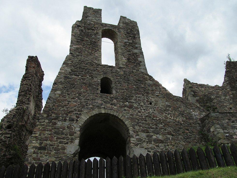 Hrad Potštejn byl sídlem loupeživého rytíře Mikuláše z Potštejna.