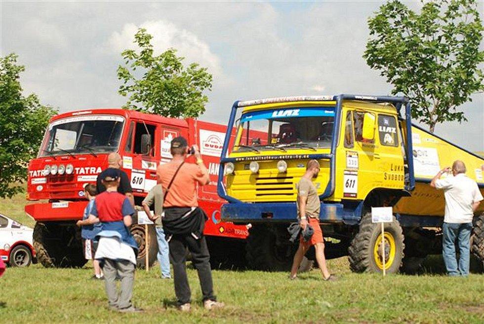 Výstava závodních speciálů v Houdkovicích.