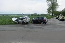 Řidič fordu nedal předost a srazil se tak s fabií jedoucí po hlavní silnici.