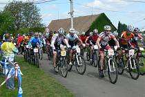 Vítězem hlavní mužské kategorie se stal Pavel Janeček z Cyklo Vape Lukavice, jenž cílem tratě dlouhé 26,8 kilometru projel v čase 1:07:59.