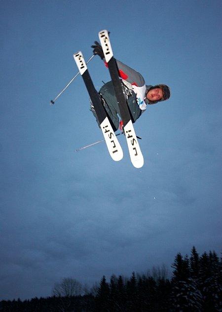V nedávno otevřeném snowparku IGUANA v Deštném v Orlických horách se o víkendu poprvé závodilo. Na startu se sešla česká špička freeskierů.