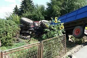 Z tragické srážky traktoru s osobním autem v Bílé Třemešné.
