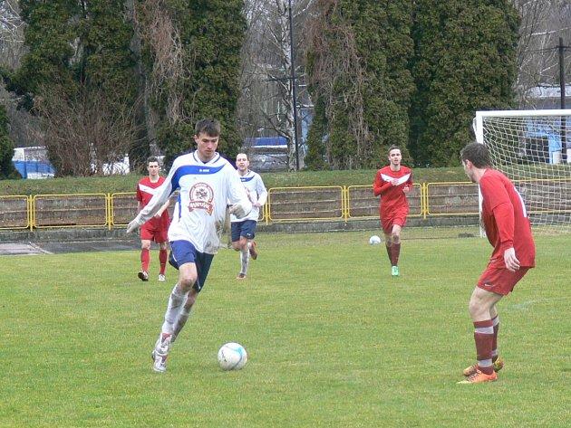Dobrušský útočník Aleš Hašek (na snímku) zaznamenal v uplynulé sezoně čtyřiadvacet gólů a stal se nejlepším střelcem nejvyšší krajské fotbalové soutěže.