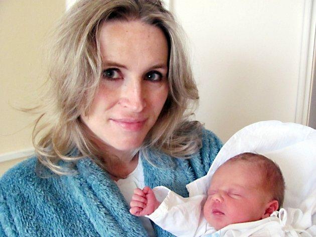 DENISA HEROUTOVÁ se narodila 11. ledna v 6.09 hodin manželům Veronice a Danielu Heroutovým ze Skuhrova. Na svět si přinesla váhu 3,3 kg a délku 47 cm. Tatínek byl u porodu oporou.