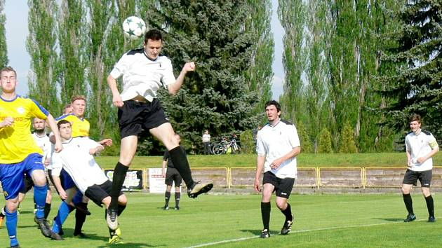 Krajský přebor ve fotbale: SK Dobruška - FC Spartak Rychnov nad Kněžnou.