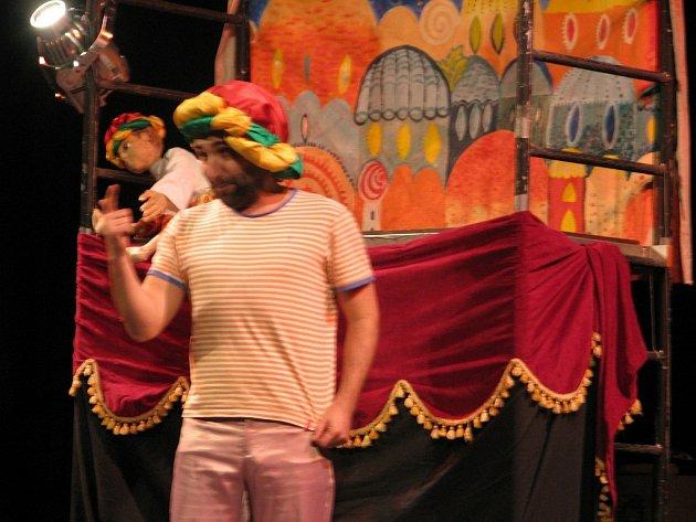 Divadelní představení s názvem Sindibádova dobrodružství pobavila děti rychnovských mateřských škol v Pelclově divadle v Rychnově nad Kněžnou.