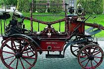 Čtyřkolová koněspřežná stříkačka značky Smekal z roku 1897 je chloubou častolovického spolku .