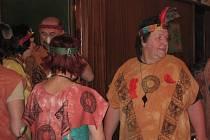 DIVADÉLKO NA ŠTAFLÍCH vymyslí každoročně program, který na ples přiláká celý sál.
