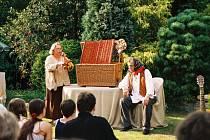 LOUTKY  provázely rodinu Kopeckých a Novákových po celý život. Divadlo hrají nejen dětem, ale i dospělým.